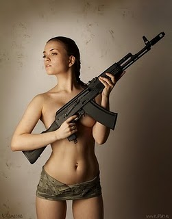 gorgeous_women_with_weapons_pics