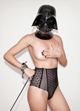Hot-Chicks-Darth-Vader-Helmets-6