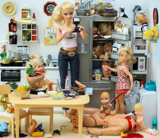 694px-Barbie_-_Serial_Killer_-_08