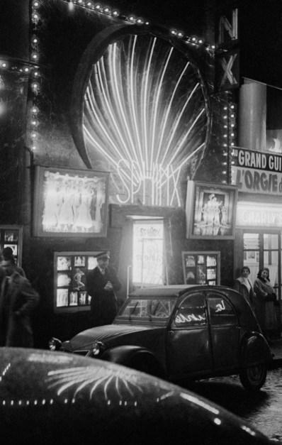 Frank-Horvat-1956-Paris-Le-Sphynx-a-bis