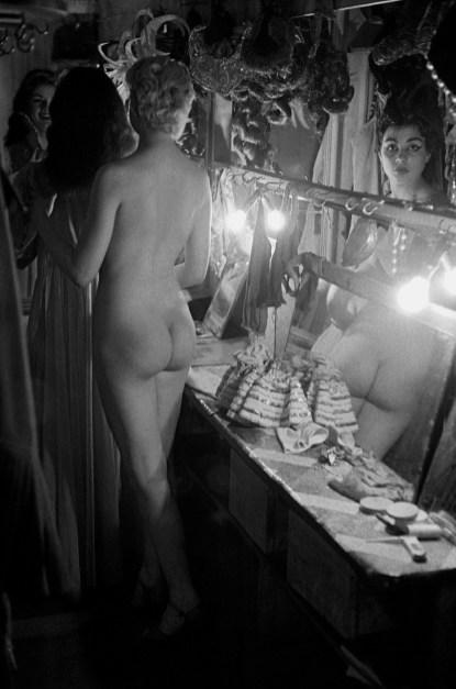 Frank-Horvat-1956-Paris-Le-Sphynx-a