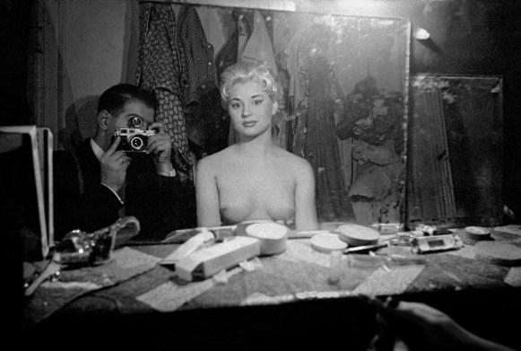 Frank-Horvat-1956-Paris-Le-Sphynx-c-self-portrait-with-stripper