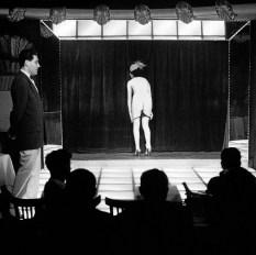 Frank-Horvat-1956-Paris-Le-Sphynx-e
