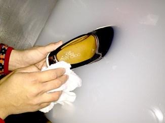 弊社の特殊溶液で洗浄中