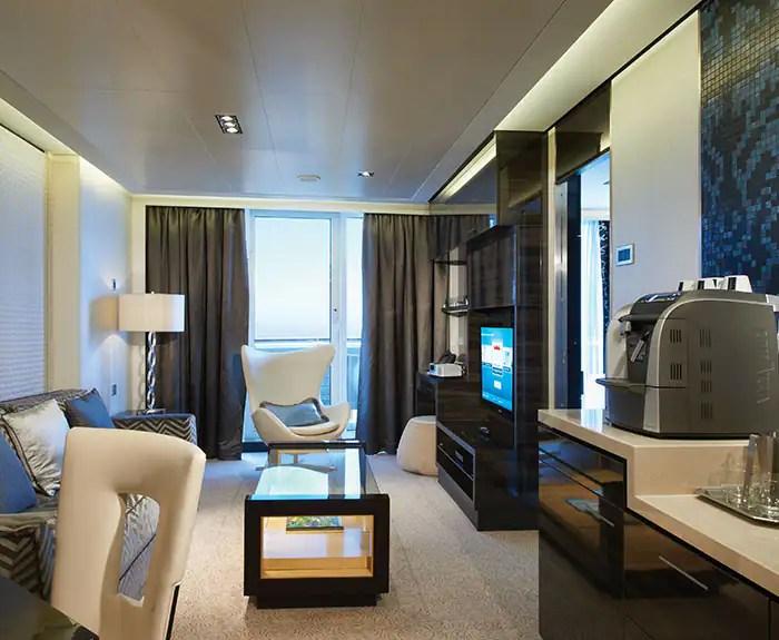 ノルウェージャンクルーズライン ザ・ヘブン オーナースイート リビング The Haven's Owners Suite with Large Balcony Living Room on Norwegian Breakaway