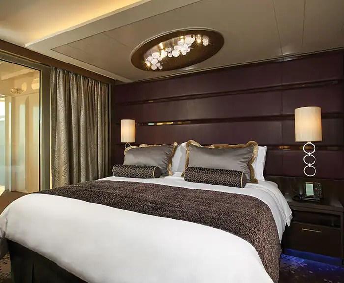 ノルウェージャンクルーズライン ザ・ヘブン オーナースイート 寝室 The Haven's Owners Suite with Large Balcony Bedroom on Norwegian Breakaway