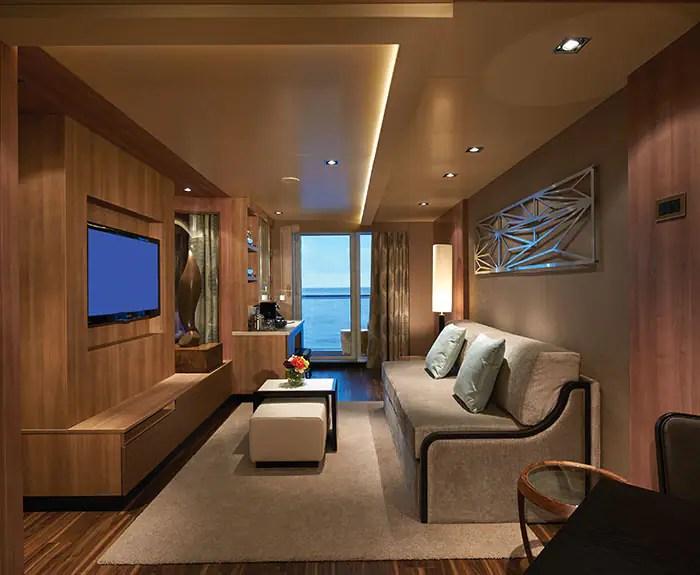 ノルウェージャンクルーズライン ザ・ヘブン デラックススパスイート リビング The Haven's Deluxe Spa Suite with Balcony living room on Norwegian Escape