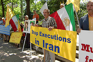 Supporters of the PMOI in Ottawa