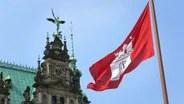 The flag of Hamburg flies limply in the wind © Fotolia.com Photo: Michael Klug