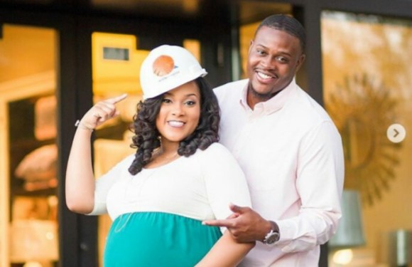 Lovely Pre-wedding Photos Of A Pregnant Nurse And Her Engineer Husband
