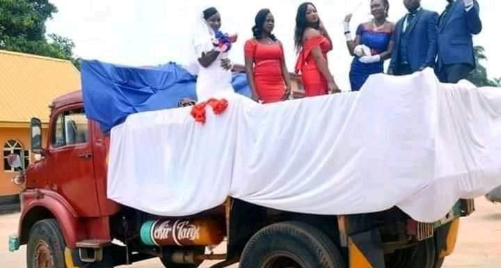Akwa Ibom Couple Use Tipper For Their Wedding (pictures)