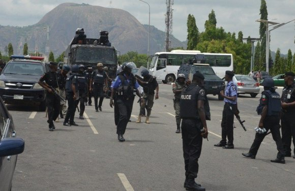 Two policemen arrested for taking money for bail in Anambra