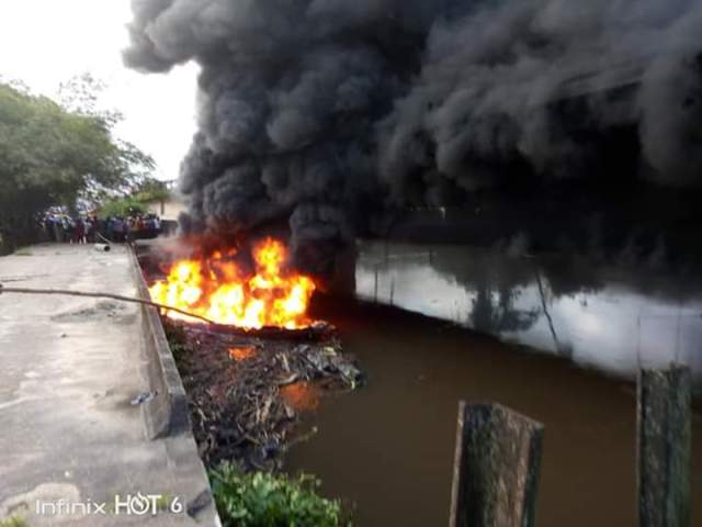 Bridge on Fire: Youths, Council Chairman, Security intervened as Army clash with illegal Oil Bunkers in Akwa Ibom (pictures) 8