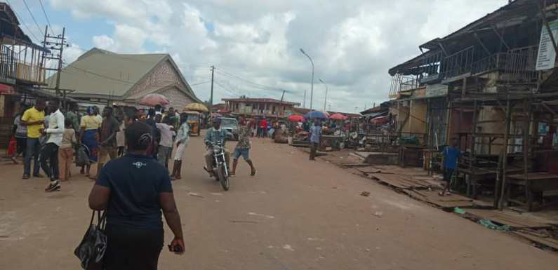 Edo Decides: APC, PDP youths clash over alleged money-sharing [Video]