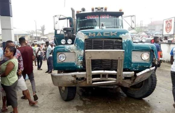 Truck ramps into filling station in Akwa Ibom, kills 3 on the spot (Graphic pictures)