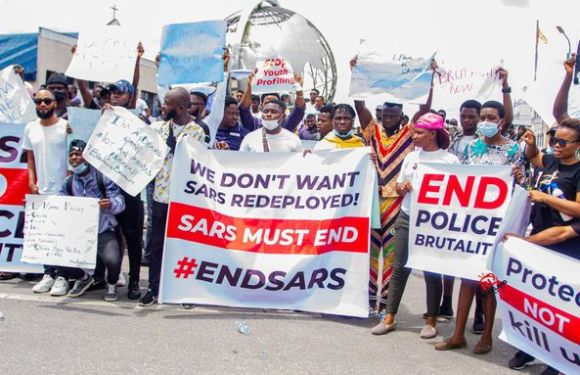 Peaceful Protest As Uyo Youths Storm The Street For #EndSARS Uyo Protest.