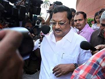 Alagiri, benched by the DMK, now expelled by his father