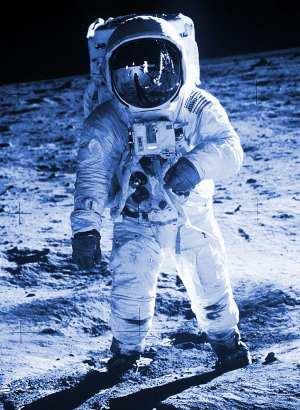 Medium IMAGE 1969 Apollo11 Aldrin 600 blue crop