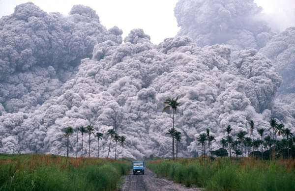Mootly Scanning: photo of pyroclastic cloud from 1991 eruption of Mt Pinatuba.
