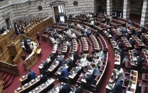 Βουλή: Ερώτηση ΣΥΡΙΖΑ για τον εκτός σειράς εμβολιασμό στελεχών της Ν.Δ. στη Θεσσαλονίκη