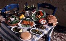 Τα μυστικά της ικάριας διατροφής ξεκλειδώνει έρευνα Έλληνα διατροφολόγου