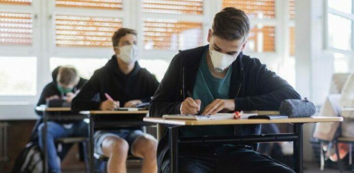 Στις 12 Απριλίου ανοίγουν τα λύκεια – Δύο self test για κάθε μαθητή και εκπαιδευτικό την εβδομάδα