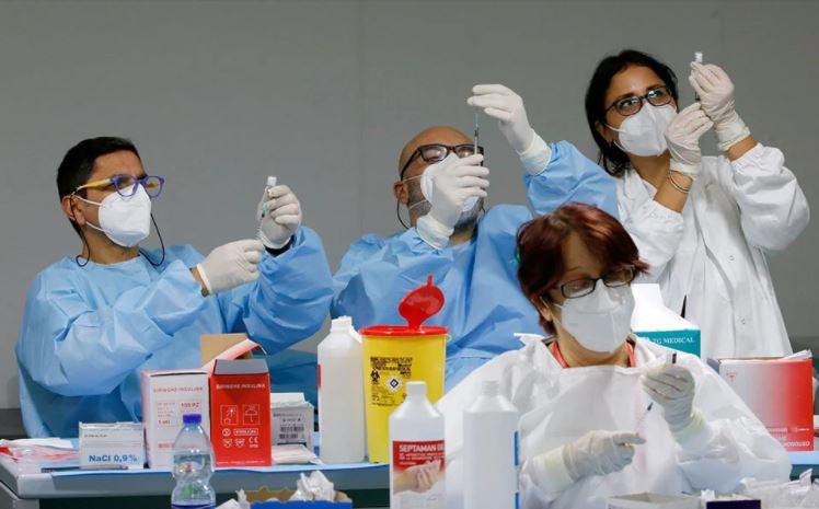 EMA: Ξεκίνησε η αξιολόγηση του εμβολίου της Pfizer για τις ηλικίες 12-15 ετών