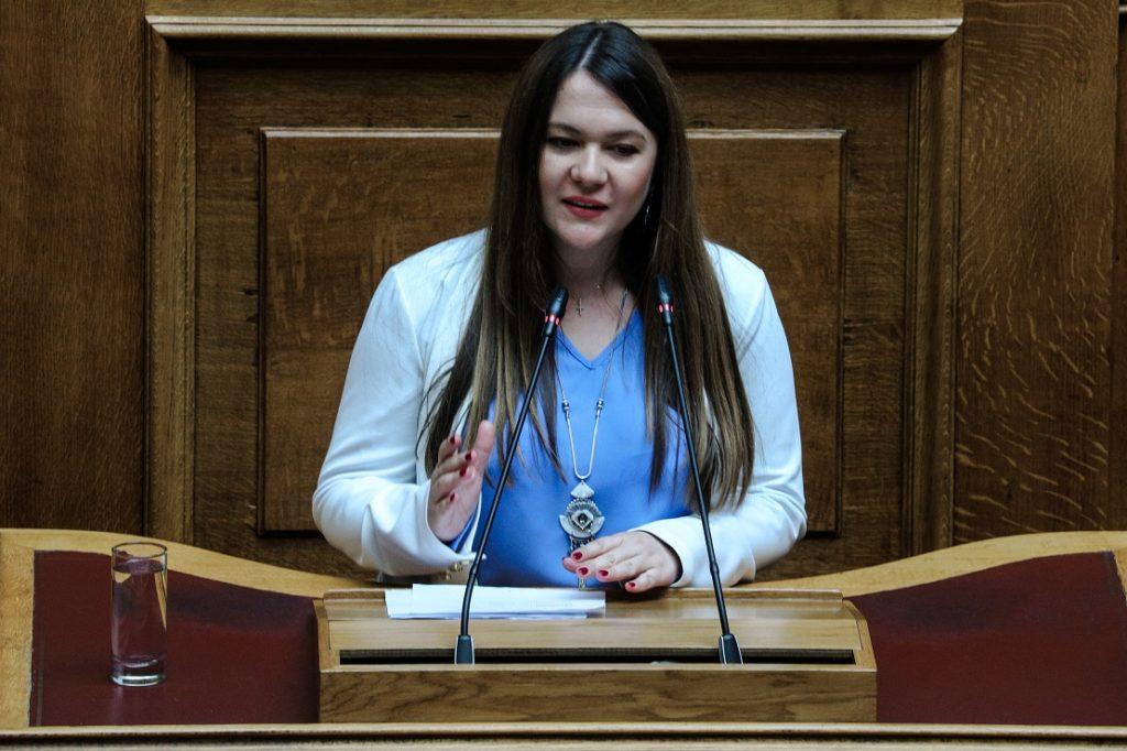 Ανεξαρτητοποιήθηκε η βουλευτής του ΜέΡΑ 25 Κωνσταντίνα Αδάμου – Η αντίδραση του Γ. Βαρουφάκη