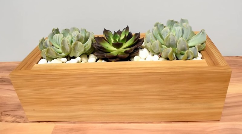 Easy DIY Woodworking Projects -DIY Table Planter
