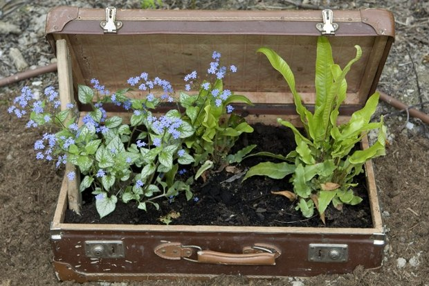 old-suitcases-flower-planter