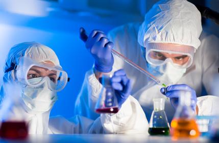 Der Markteinführung eines Medikaments geht umfangreiche Forschung voraus.