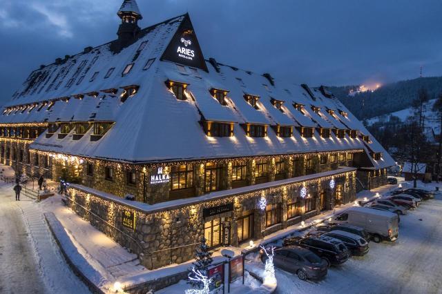 Aries Hotel & SPA - bryła budynku w ferie zimowe