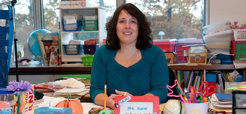 A student teacher in an elementary education classroom