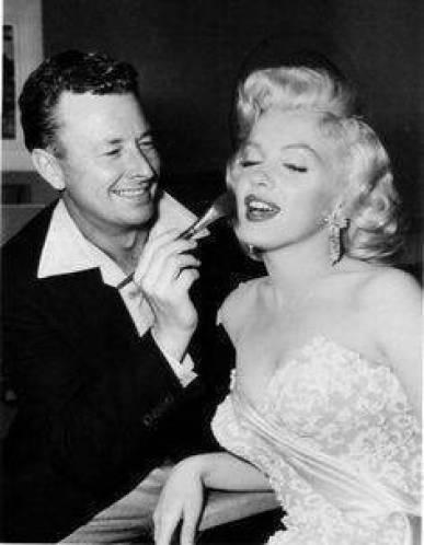 Necessaire da Diva 28d06a2cdf0ca0f7376c0c4eac742c40-233x300 O legado de Marilyn Monroe : o que ela nos deixou . Coisas de Bárbara.  o legado de marilyn monroe