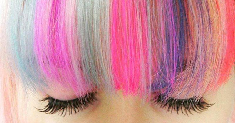 Necessaire da Diva Rainbow-Bangs-Hair-Color-Trend A moda da franja arco-íris . Beleza  franja arco-íris cabelos coloridos com cores vivas cabelo arco-íris a nova moda do cabelo arco-íris