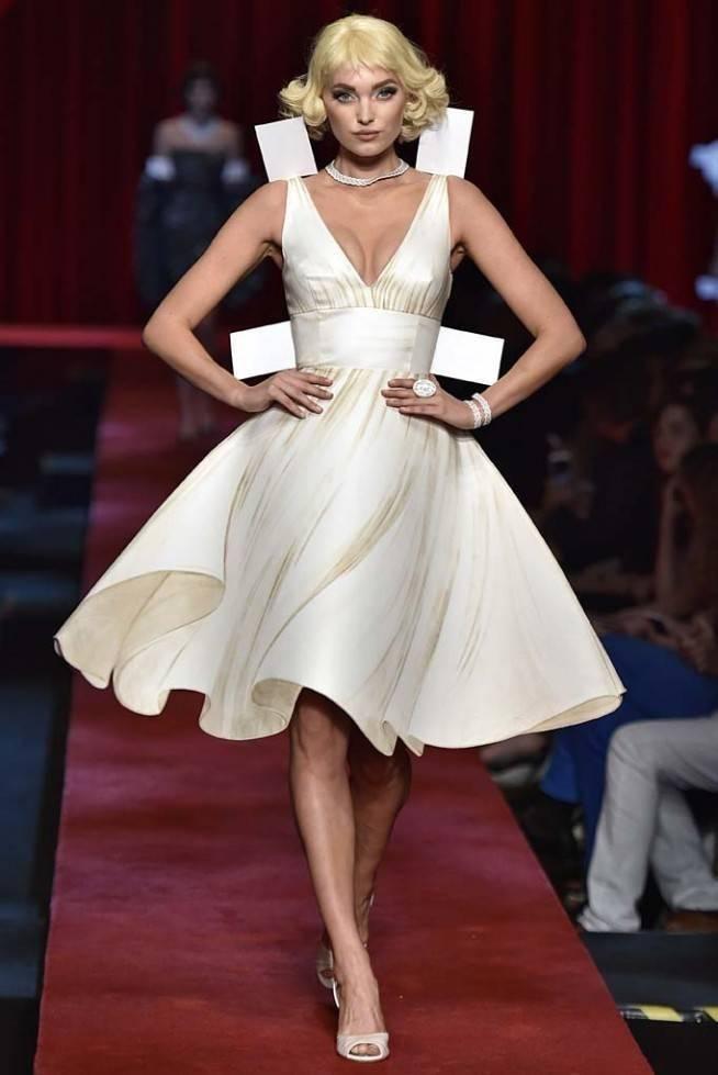 Necessaire da Diva mos-ss17-190-654x979 Bonecas de papel é o tema da Moschino. Moda  moshino moschino moda desfile moshino milão inverno 2017 desfile moschino bonecas de papel