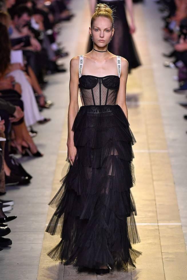 Necessaire da Diva dio-lb-ss17-046-654x980-dior-3 Corselet a nova tendência na moda. Moda  tendências a moda moda Mcqueen dior corselet nos desfiles 2016 corselet na moda corselet