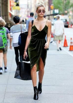 Necessaire da Diva e41882251a38790d47b0c4bba86b2fe8 Veludo na moda 2017: os melhores looks. Moda  Veludo na moda Pinterest Moda 2017 moda Melhores looks com veludo Looks dicas de moda dicas