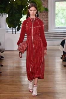 Necessaire da Diva FB_IMG_1496596401626 Desfile de Valentino no New York FW -coleção 2018. Moda  Valentino Sandalia com meia esportiva New York fashion week 2017 moda Fashion Week desfile