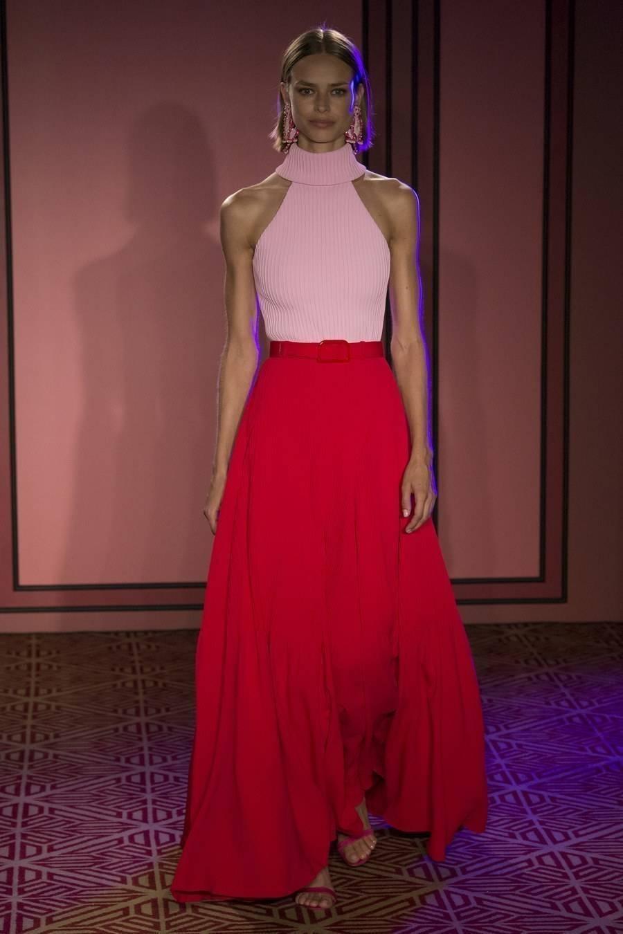Necessaire da Diva BRA0141-1 Rosa e vermelho: a nova tendência da moda. Moda  Vermelho e rosa na moda tendências da moda Rosa e vermelho na moda Rosa e vermelho NYFW moda Gigi Hadid no NYFW dicas de moda combinação rosa com vermelho Brandon Maxwell 2017