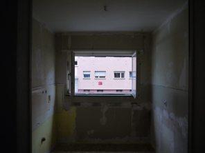 Der Blick in bzw. aus dem Raum, der einmal eine Küche war