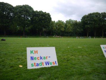 Im Hintergrund: Das Läuferfeld der kleinsten Sportler/innen   Foto: Neckarstadtblog