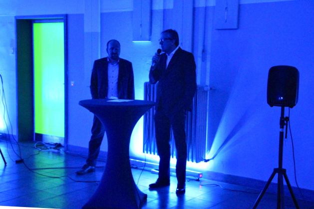 Quartiermanager Gabriel Höfle und Oberbürgermeister Dr. Peter Kurz eröffnen die Lichtmeile   Foto: Ruth Fanderl