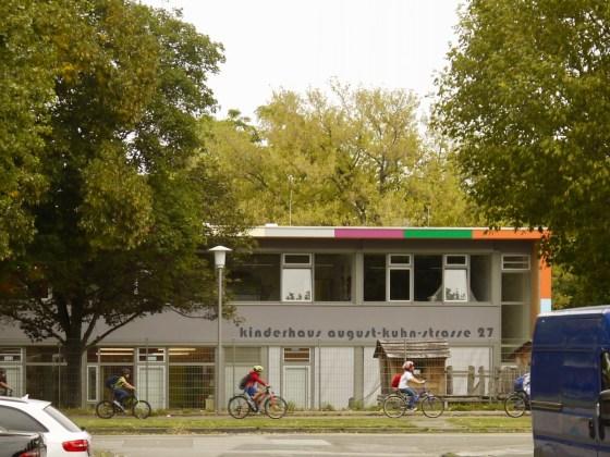 Offensichtlich ist das Kinderhaus nicht das einzige Ziel der Beschädigungen | Foto: M. Schülke
