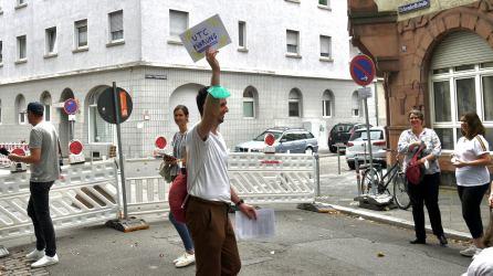 verkehrsversuch rundgang p1100080 - Fotostrecken: Hofflohmärkte und Aktionstag zur Aufenthaltsqualität im öffentlichen Raum