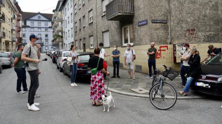 verkehrsversuch rundgang p1100083 - Fotostrecken: Hofflohmärkte und Aktionstag zur Aufenthaltsqualität im öffentlichen Raum