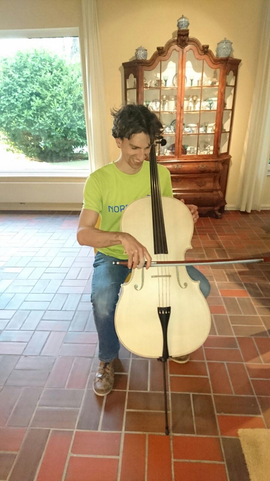 De cello van Daan