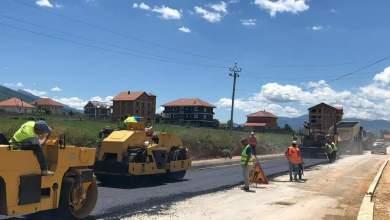 Photo of 🛣Shtrohen metrat e parë të asfaltit në #Rrugën e Arbërit nga Maqellara! 👏