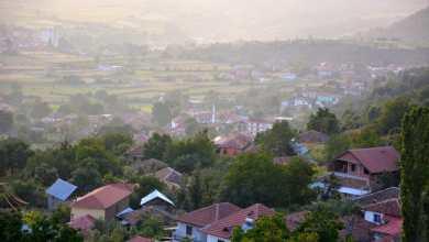 Photo of Mirësevini në fshatin Kërcisht i Epërm! Ballkoni i Maqellarës