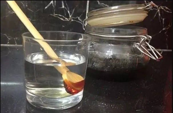 identify pure honey or fake honey with water test
